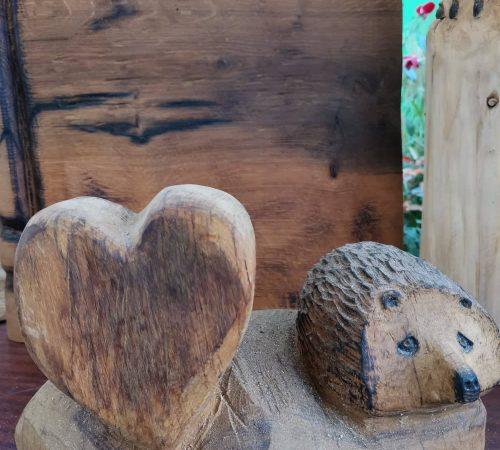 Coeur et hérisson en bois